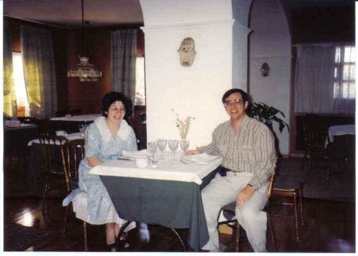 vilanua-pedro-and-martine-at-resto-hotel-faus-hutte-villenua-ctar-fra-spain-sept-1990