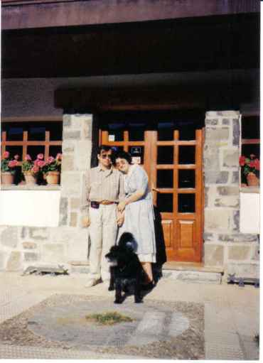 vilanua-pedro-and-martine-outside-hotel-faus-hutte-villenua-ctra-francia-sept-1990-and-pyreneean-dog