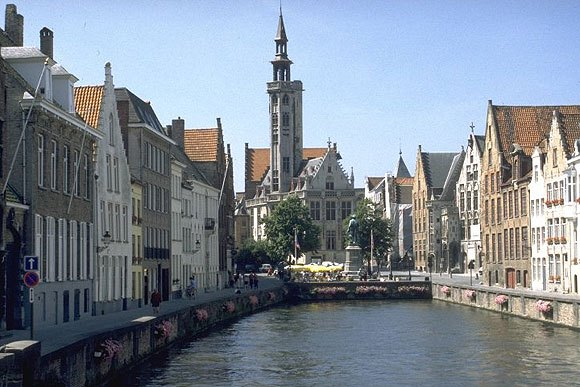brugge-its-canals-and-the-loge-des-bourgeois-aug09