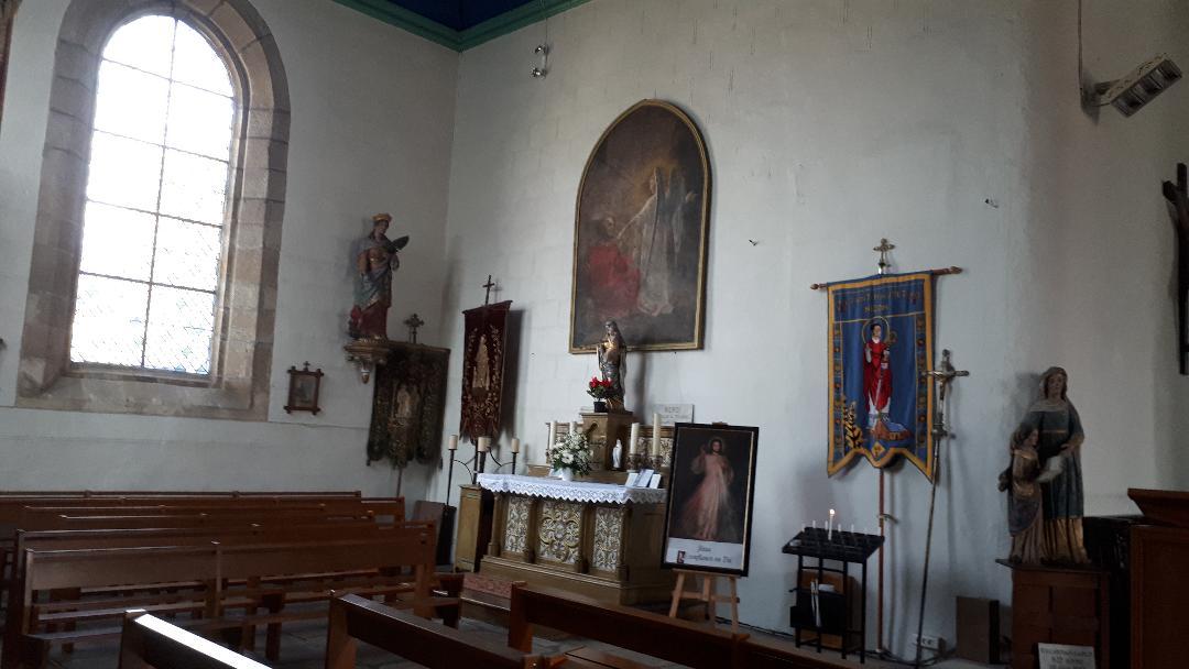 clohars-carnoet-ch-notre-dame-de-trogwall-chapel-left-side-altar-apr19
