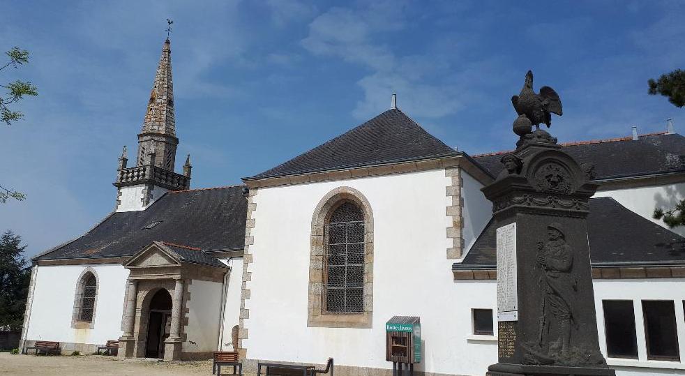 clohars-carnoet-ch-notre-dame-de-trogwall-front-belltower-apr19