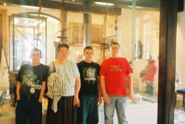 dieppe-fam-front-of-boat-chateau-museum-sep07