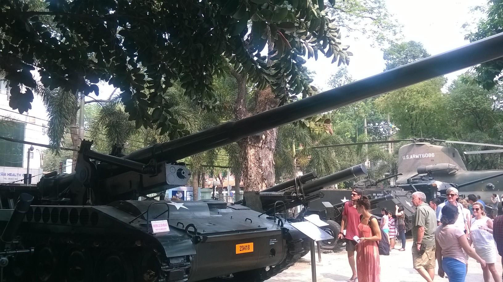 hcmc-war-mem-mus-107-mm-guns-mar16