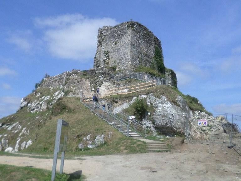 la-roc-maurice-castle-arriving-jul17