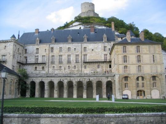 la roche-guyon-close-up-chateau-roche-guyon-on-way-to-giverny