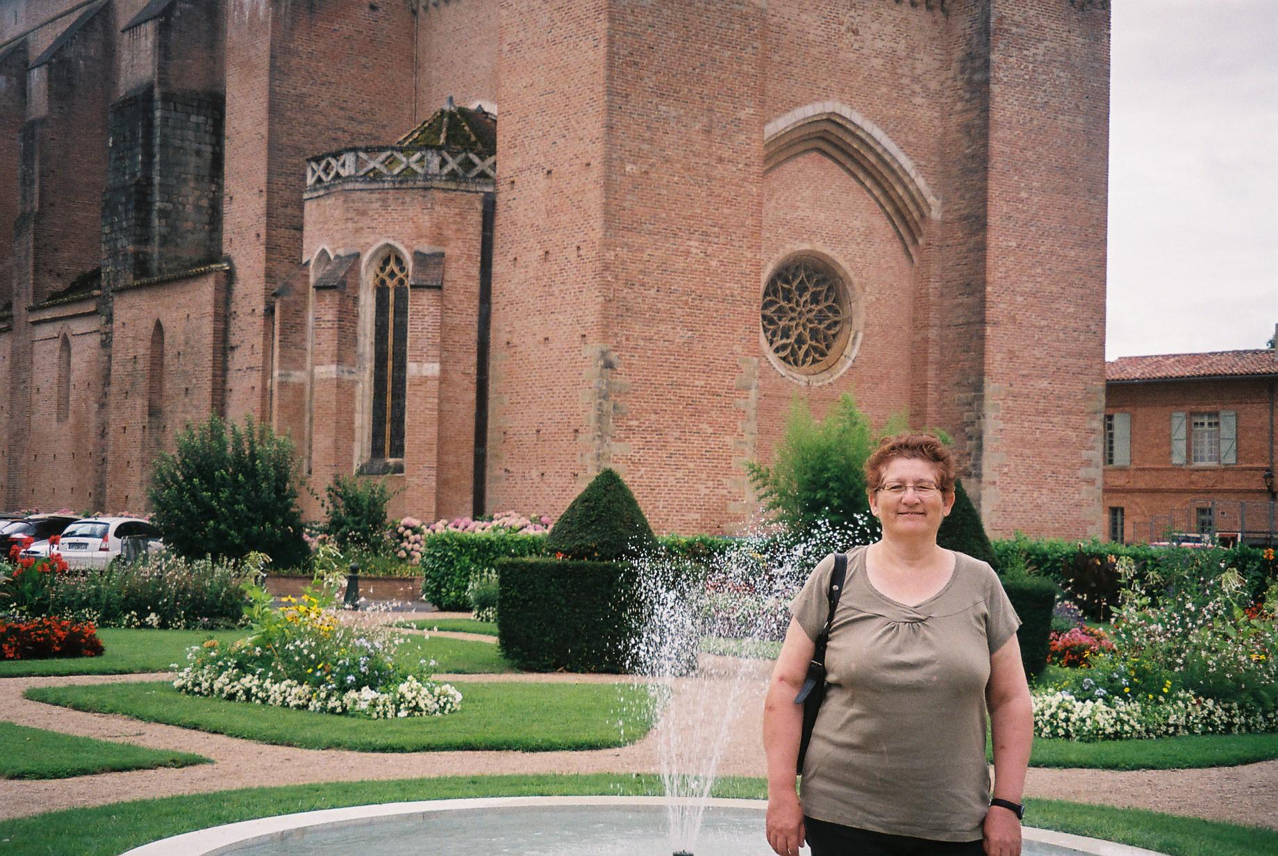 lavaur-cathedral-gardens-MF jul10