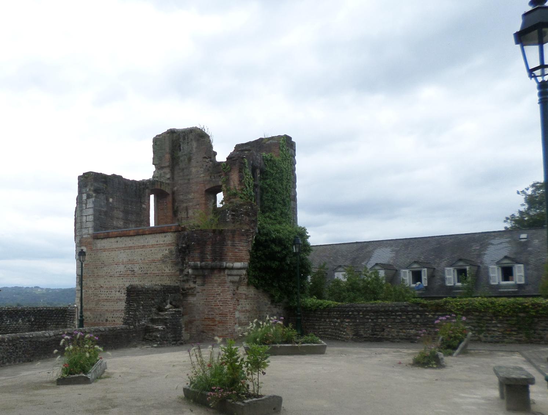 lescar-pont-louis-ruins-top-baptistry-aug14