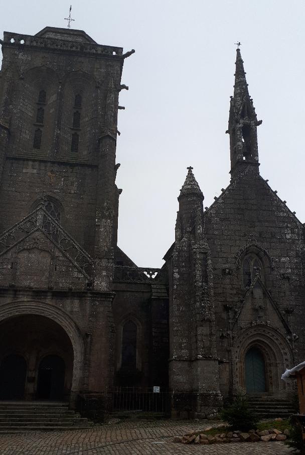 locronan-ch-st-ronan-et-chapel-de-la-penity-front-dec19