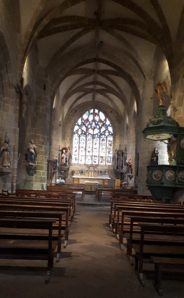 locronan-ch-st-ronan-nave-to-altar-dec19