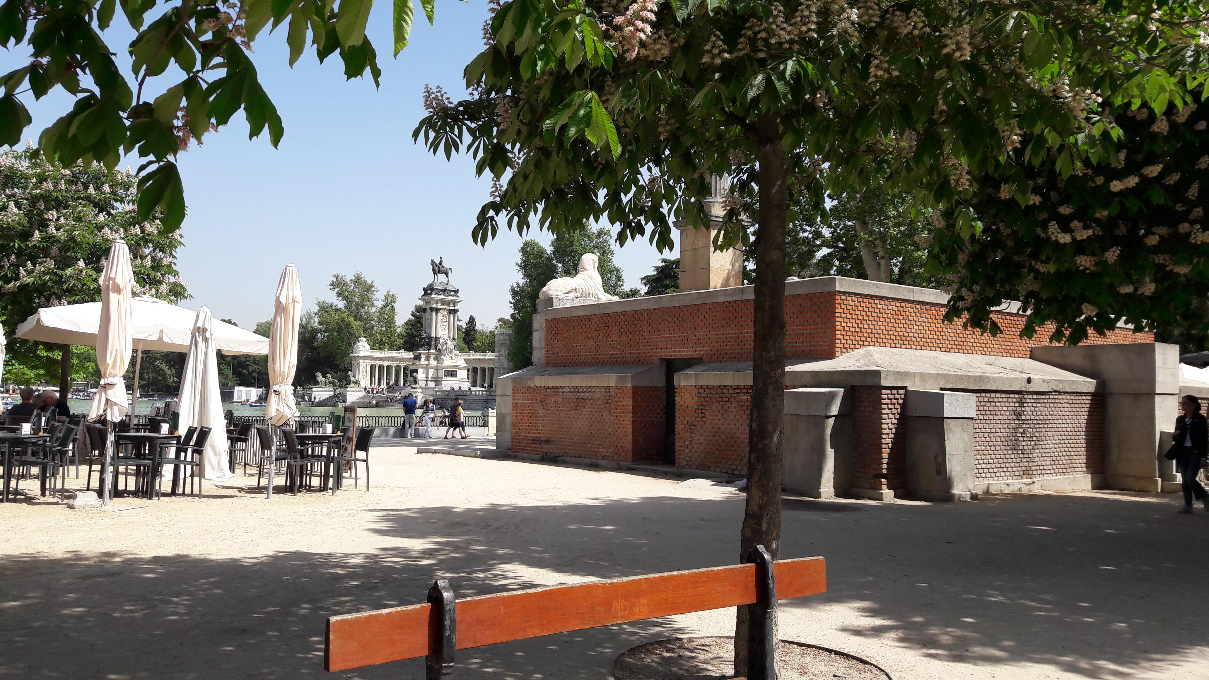 mad-retiro-park-fuente-de-el-esfinges-apr17