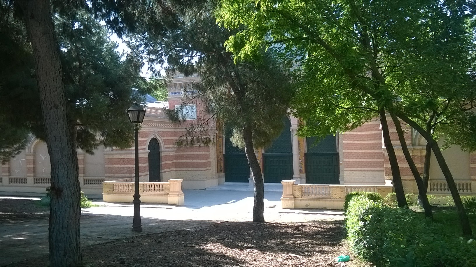 mad retiro park palacio de velazquez left back may16