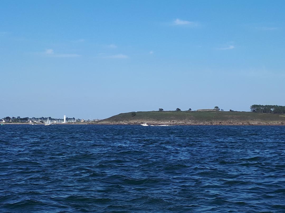 Port du Crouesty blue lagoon boat to cairn de petit mont jul21