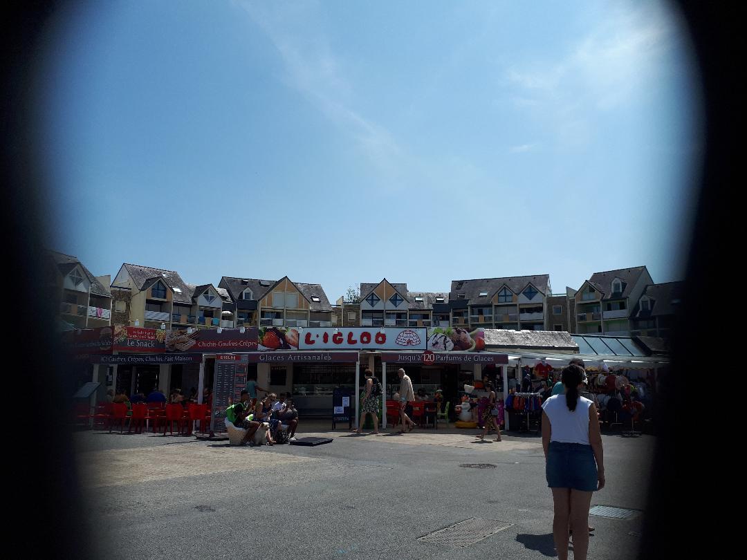 Port du Crouesty prom shops l igloo ice cream jul21