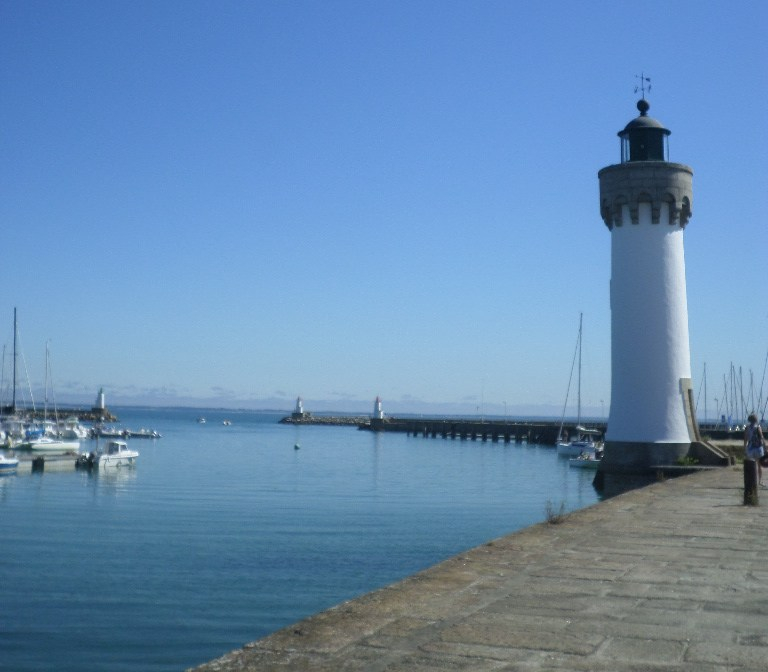 quiberon-port-haliguen-lighthouse-and-out-to-sea-jul17