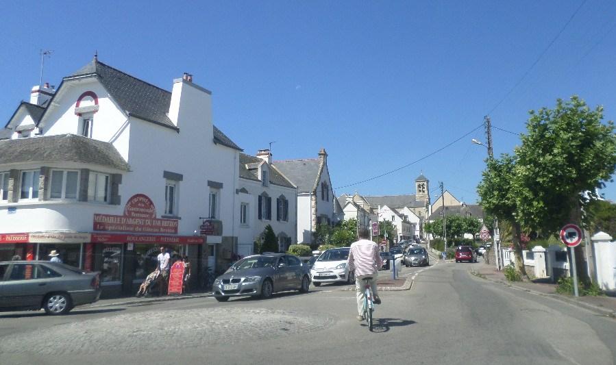quiberon-rue-du-port-haliguen-and-church-nd-locmaria-jul17