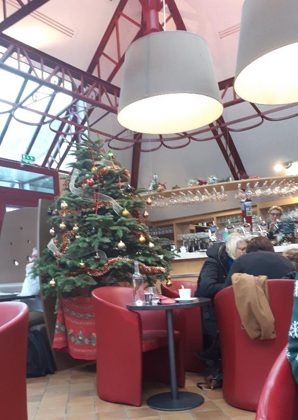 quimper-taverne-des-halles-bar-inside-dec19
