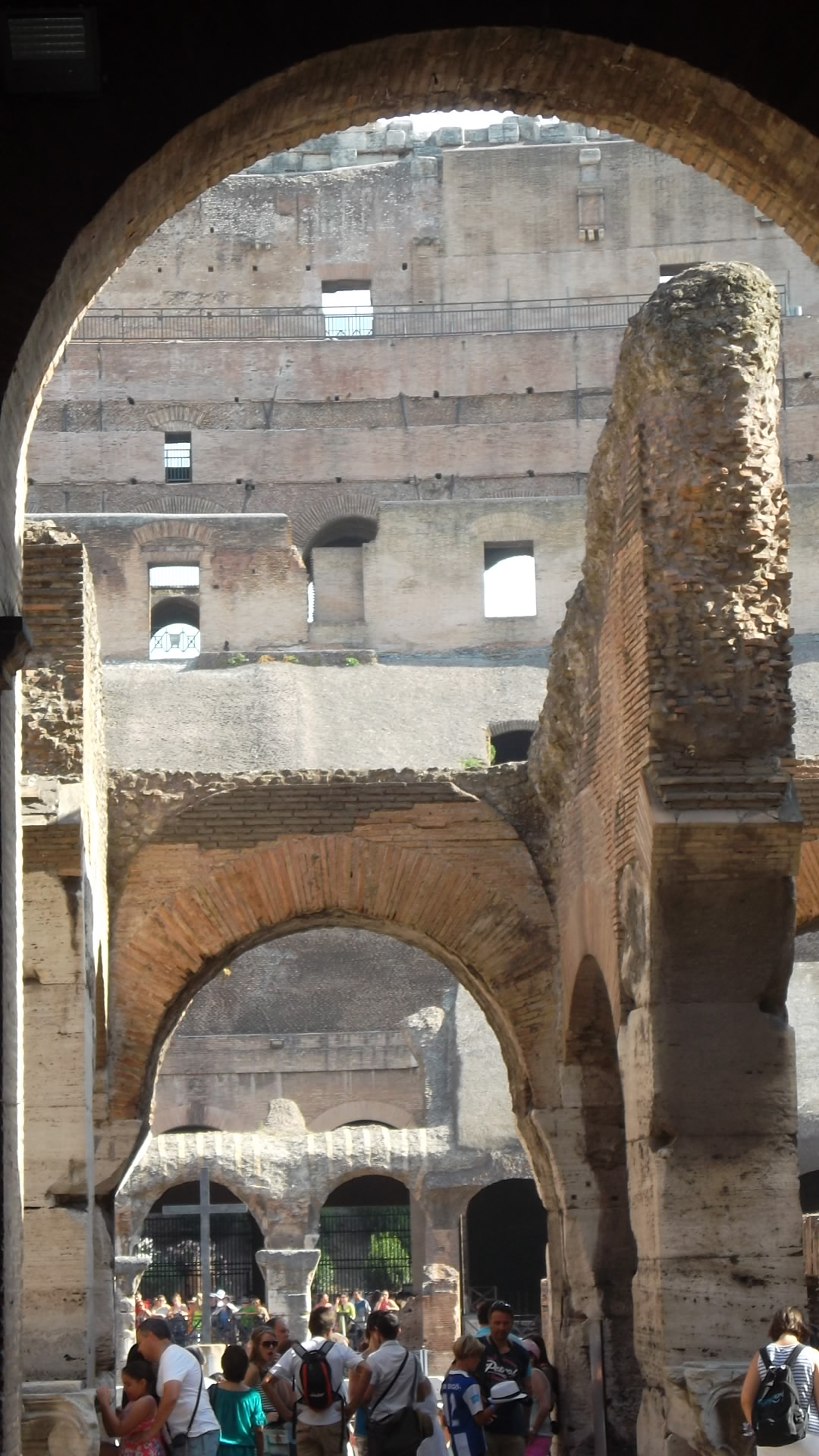 roma-colosseo-entr-side-aug13