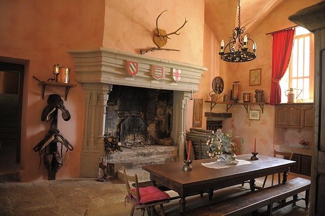 savigny les beaune chateau-savigny-les-beaune-dining-room-aug95