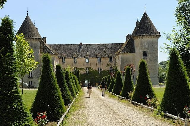 savigny les beaune chateau-savigny-les-beaune-entr-aug95