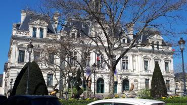 vannes-city-hall-front-mar19