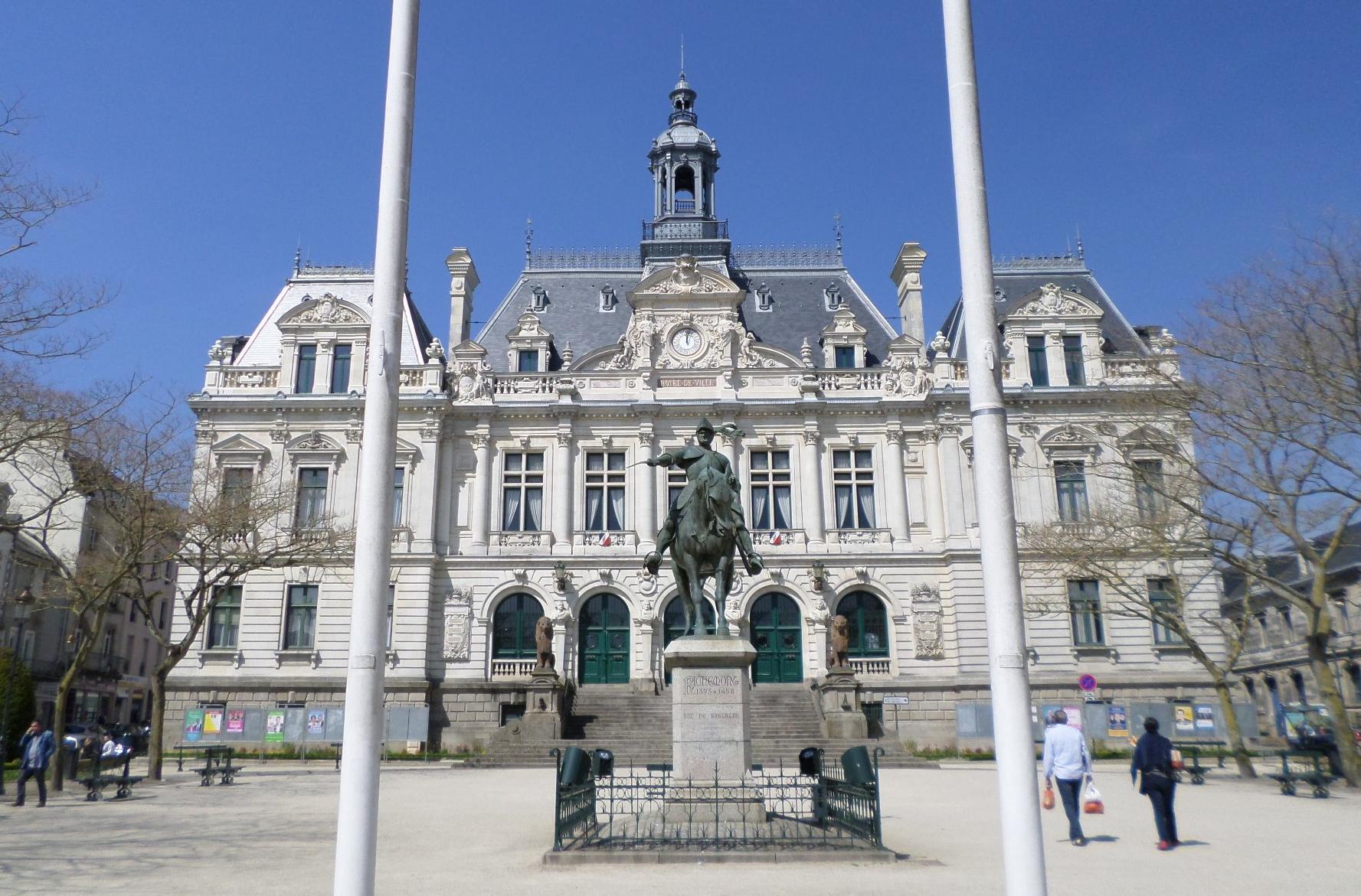 vannes-hotel-de-ville-front-duc-bretagne-my14