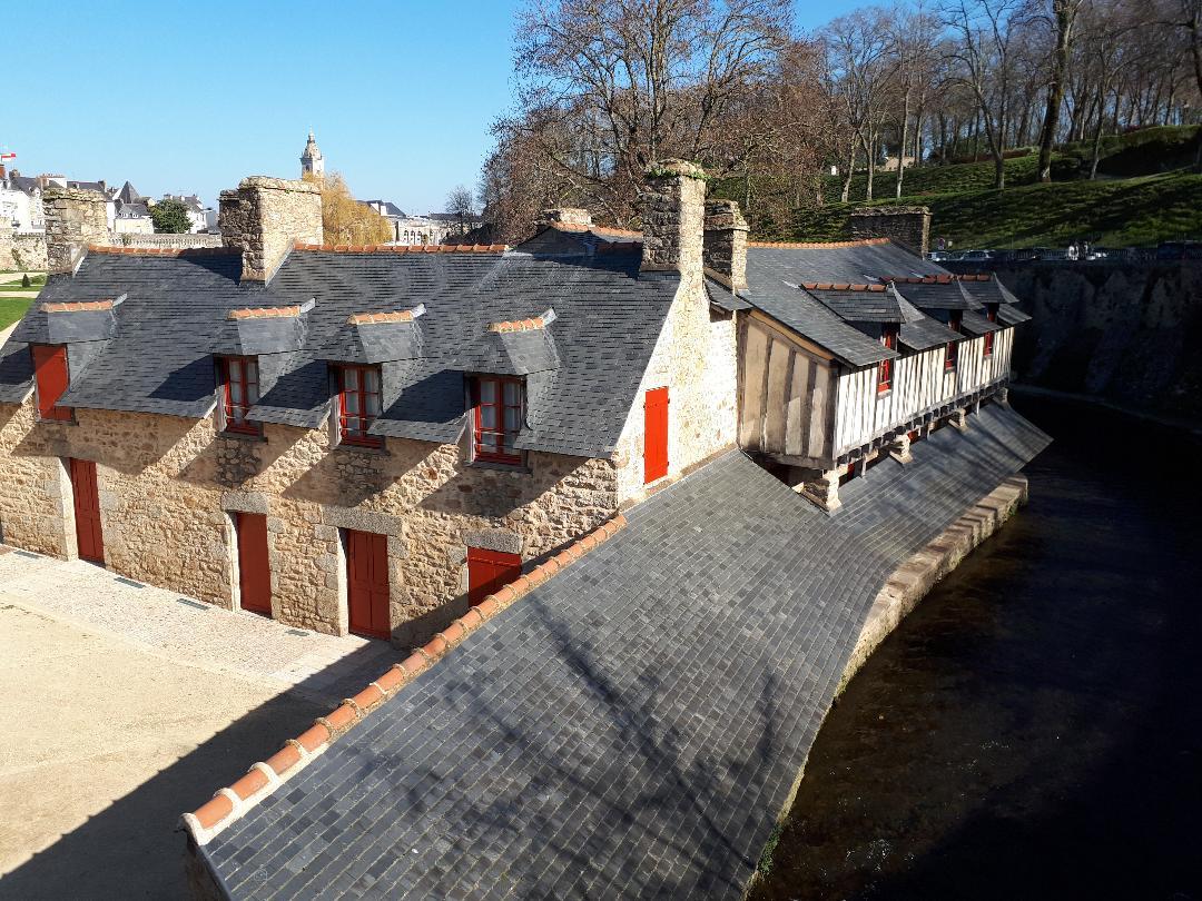 vannes-lavoirs-or-laundries-in-garenne-garden-ramparts-feb18