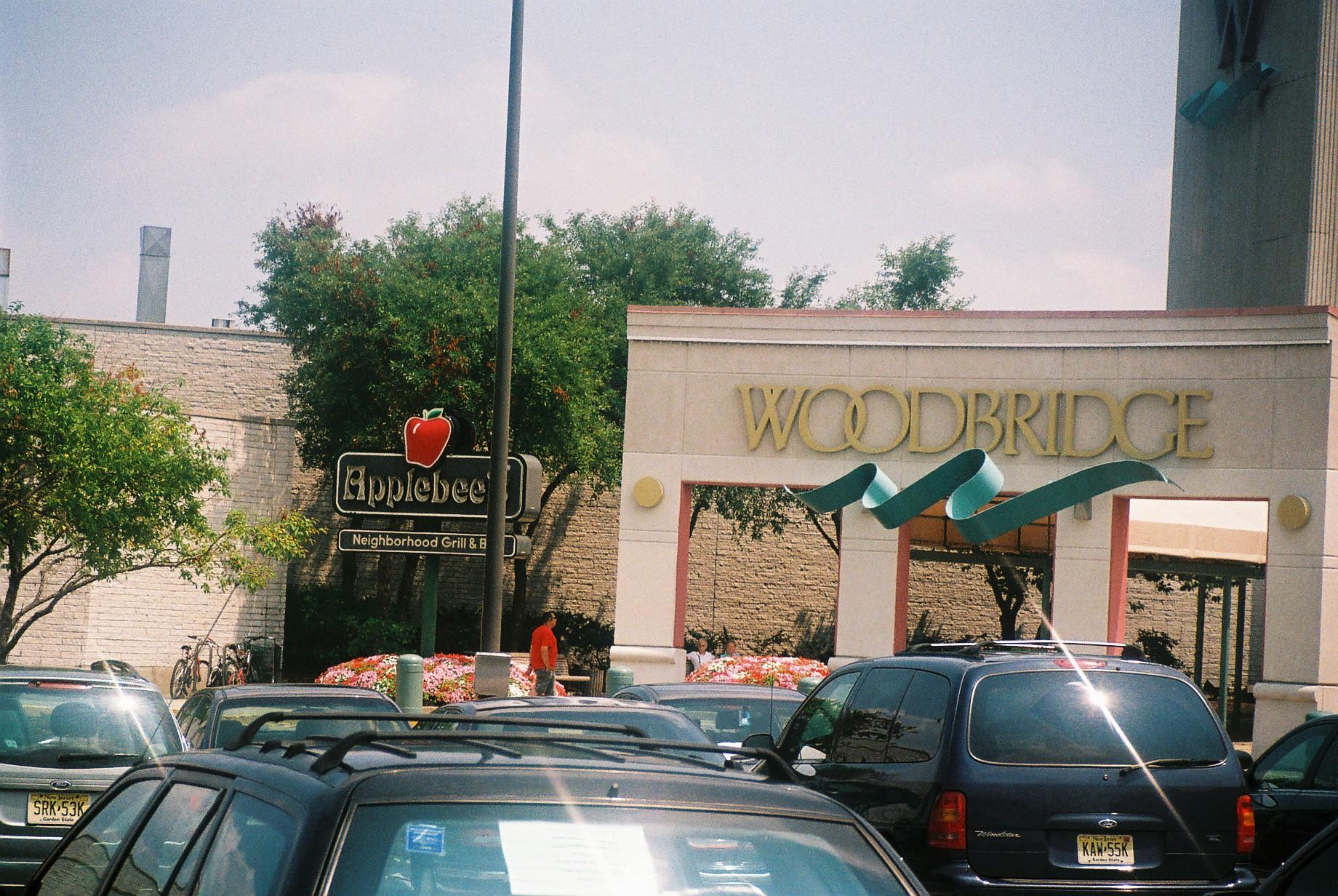 woodbridge wood center mall applebees feb11