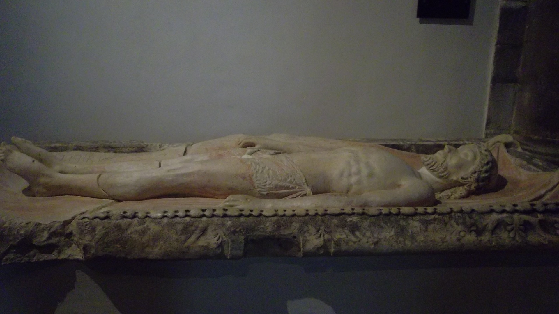 auray-ch-st-gildas-tombeau-de-christ-aug12