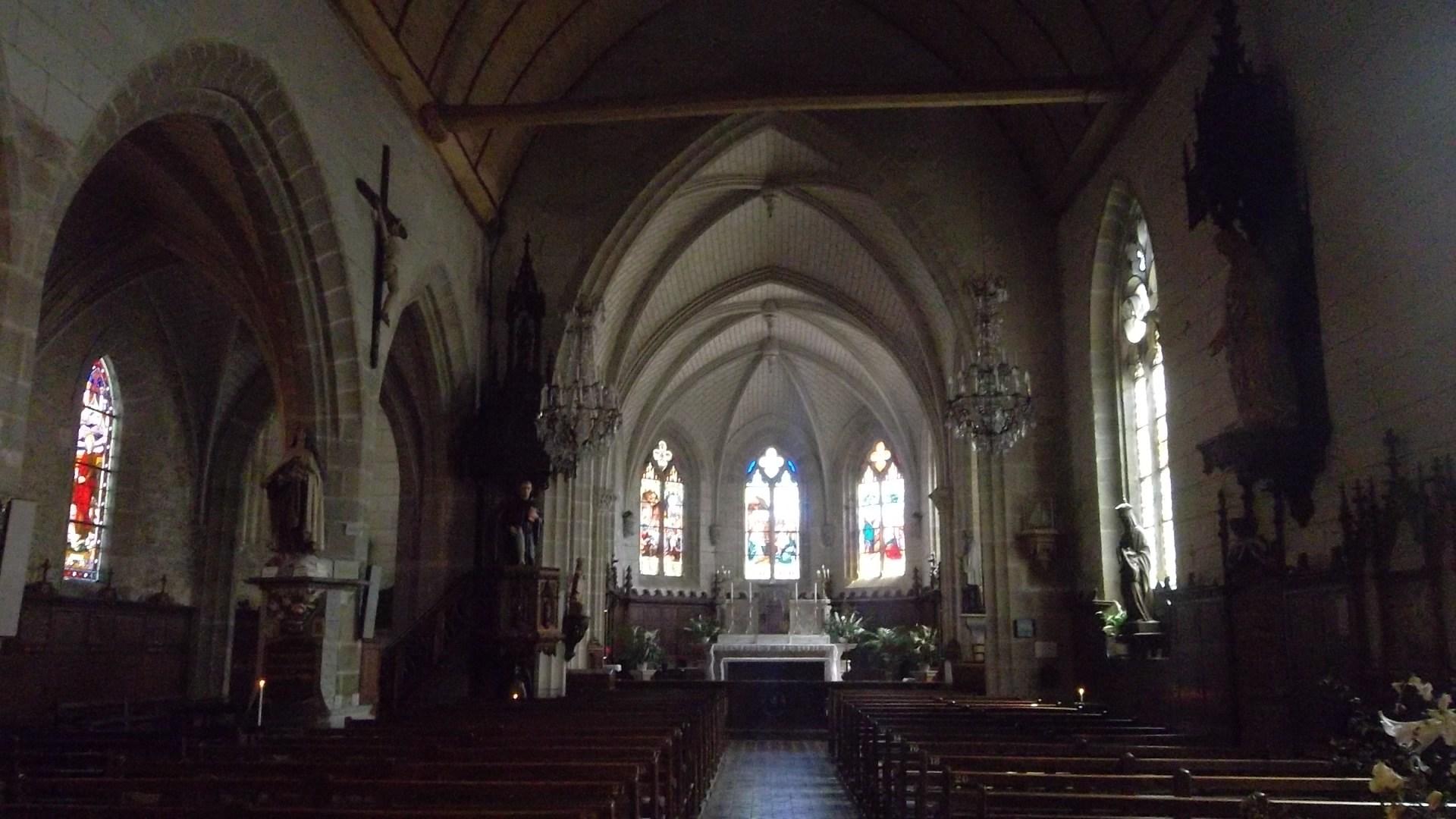 auray-eg-st-sauveur-nave-altar-jul13
