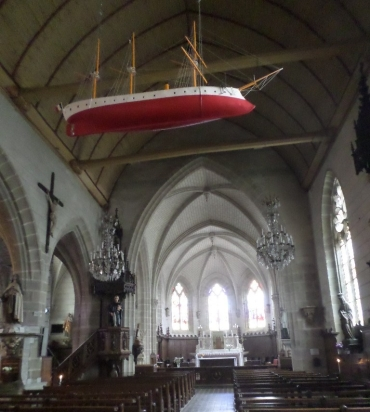 auray-st-goustan-ch-st-sauveur-nave-and-boat-jul17