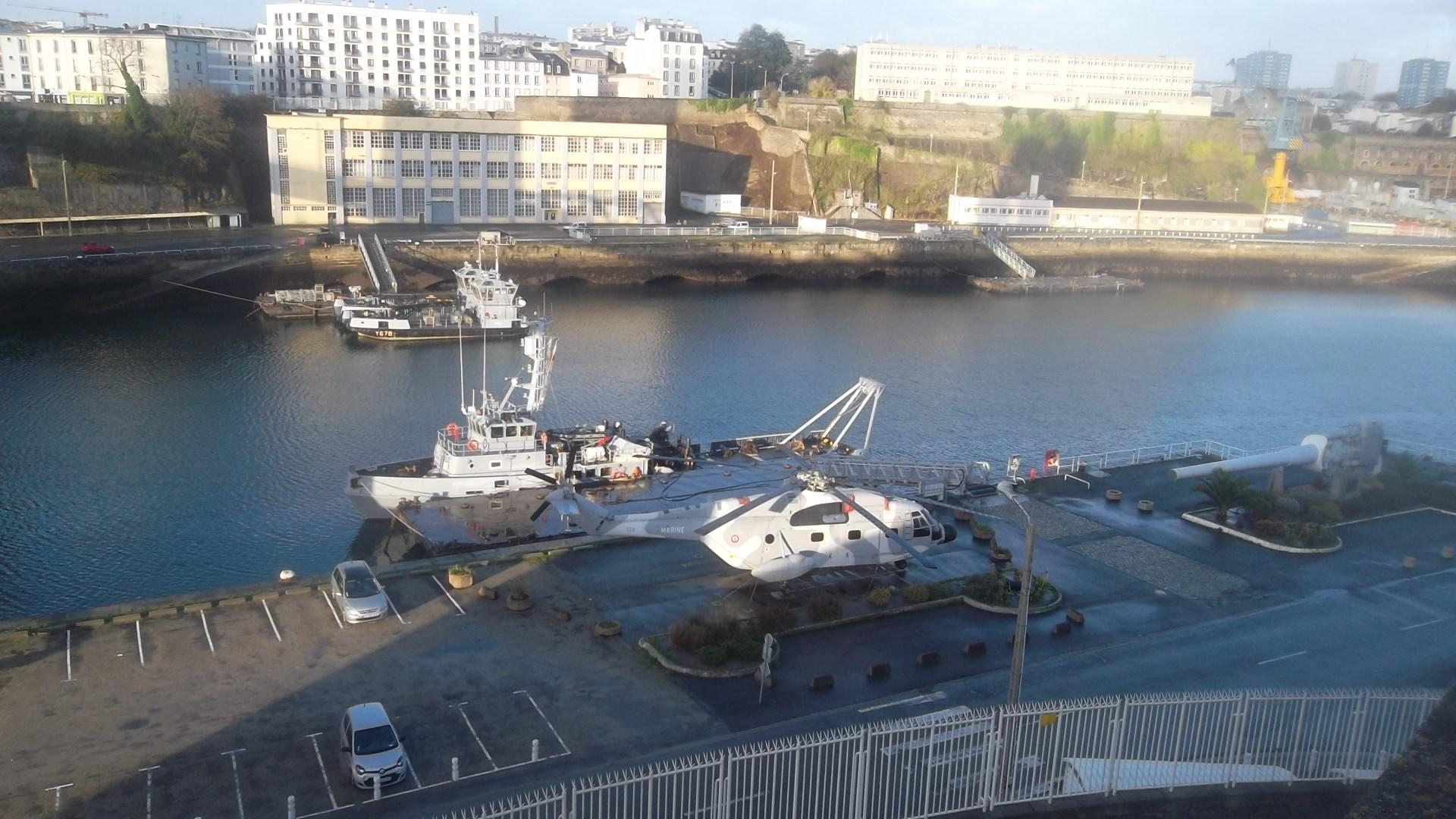 brest-base-naval-helicopter-nov13