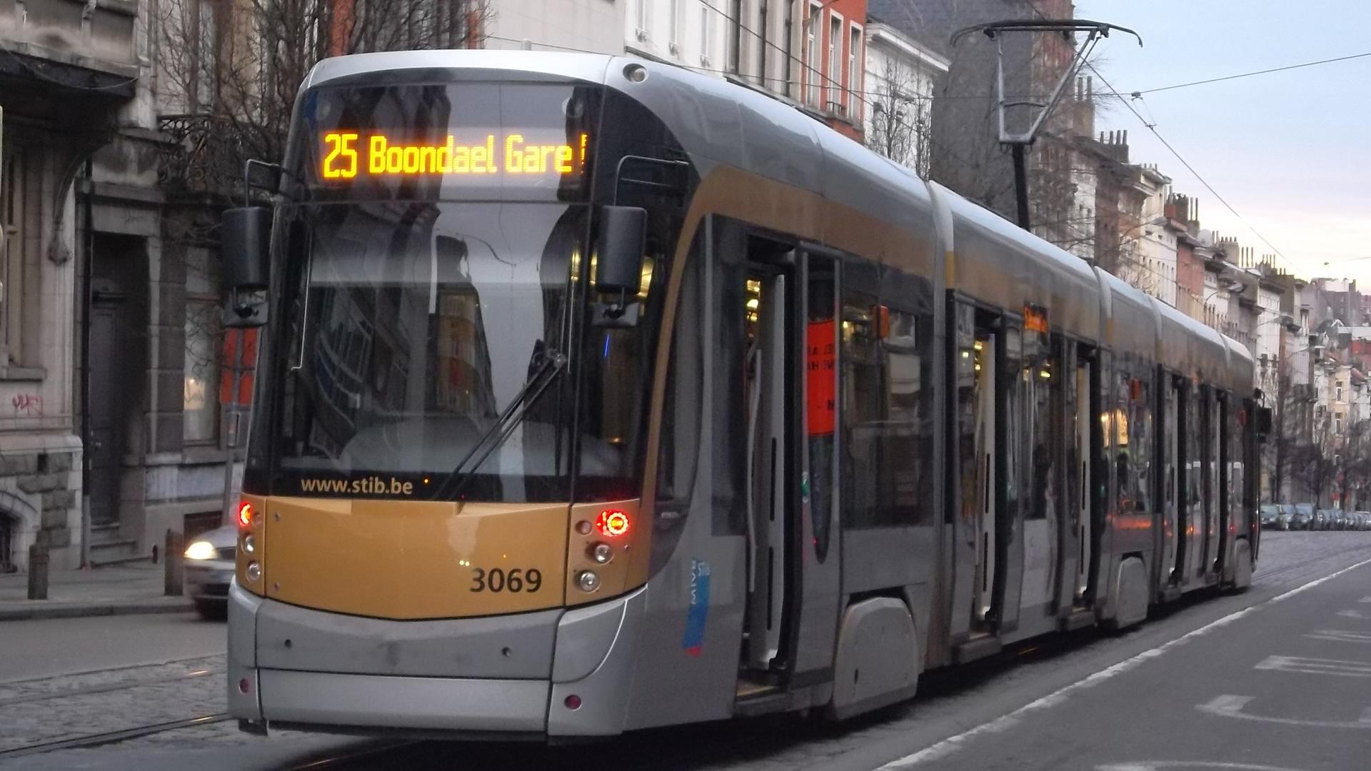 Brussels tram 25 by Schaerbeek feb13