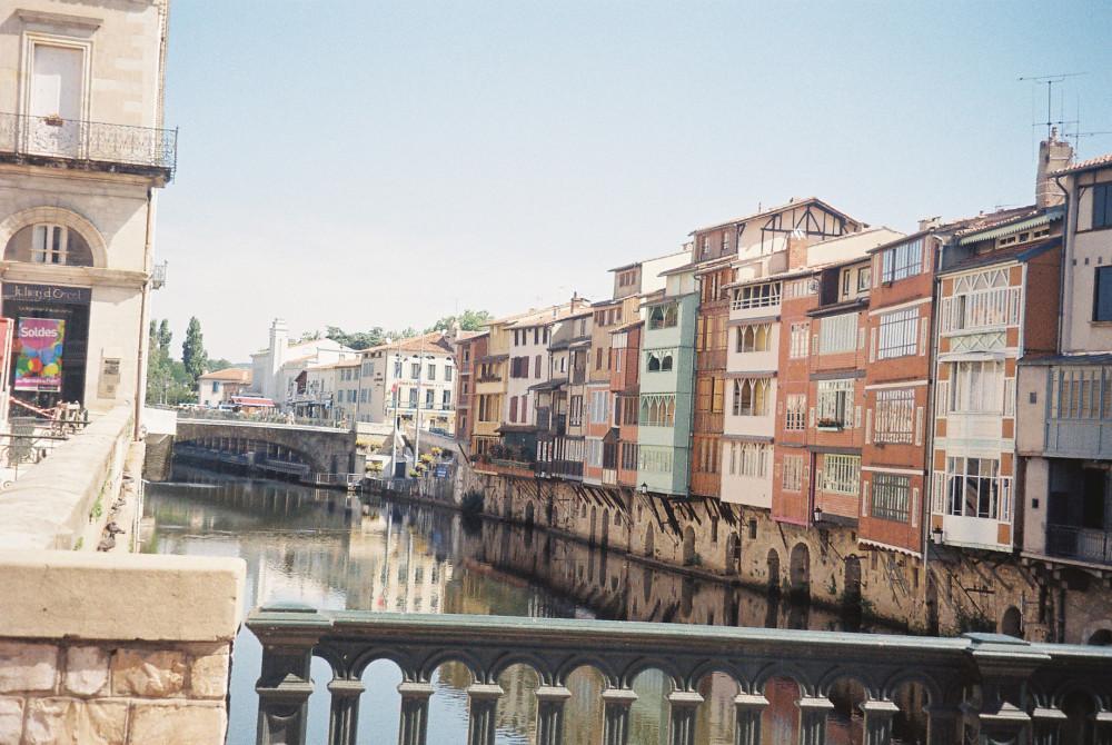 castres-maisons-en-bois-on-agout-river