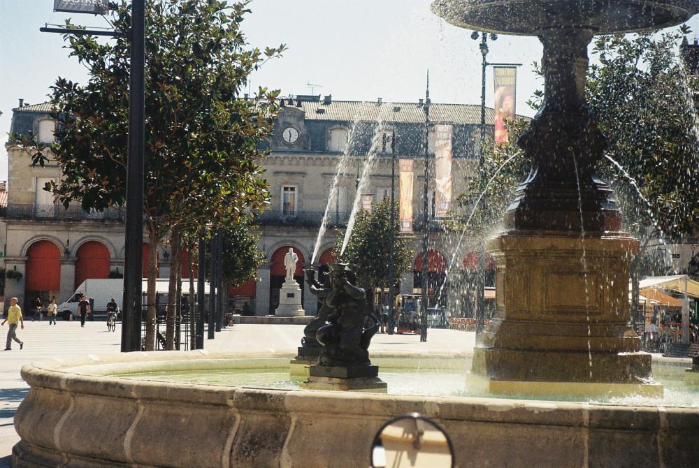 castres-pl-jean-jaures-and-its-statue