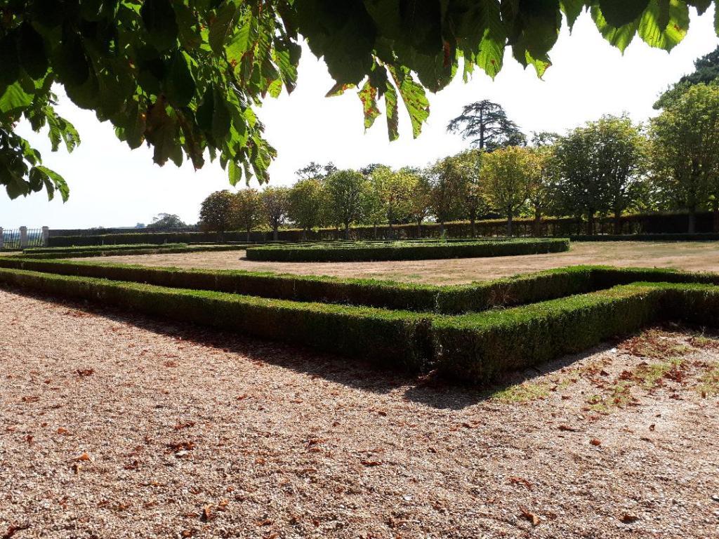 chateau-goulaine-garden-grounds-aug18