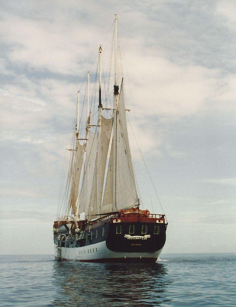 fantome-cruiseboat-back-sailing