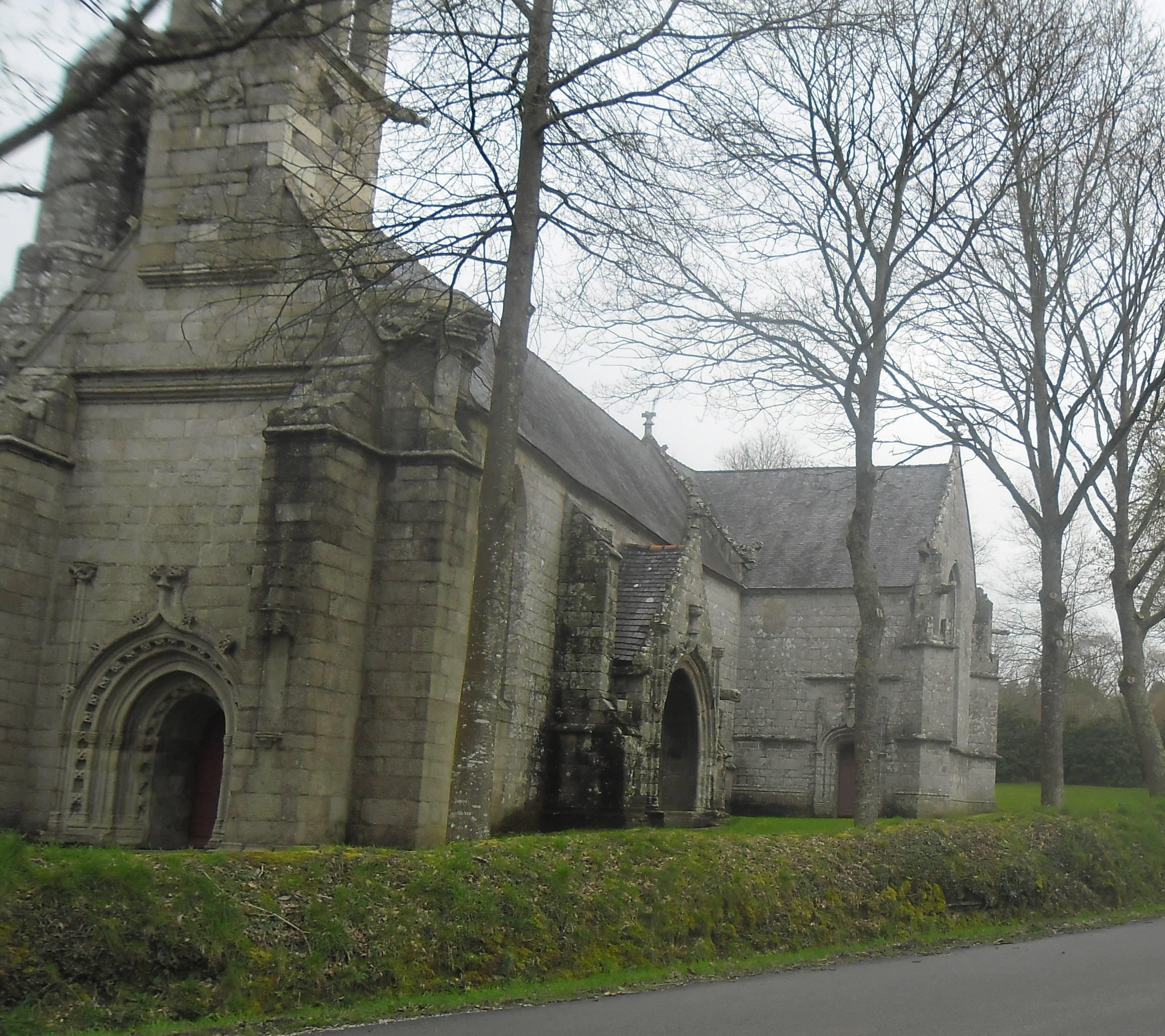 gouezec-chapelle-notre-dame-de-trois-fontaines-side-mar14