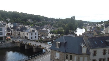 josselin-castle-top-to-city-and-canal-aug12
