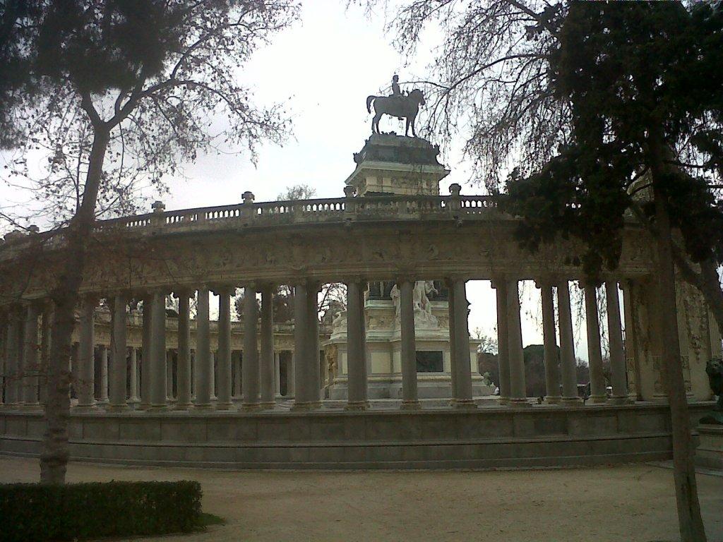 mad-parque-retiro-estatue-alfonso-xiii-side-feb13