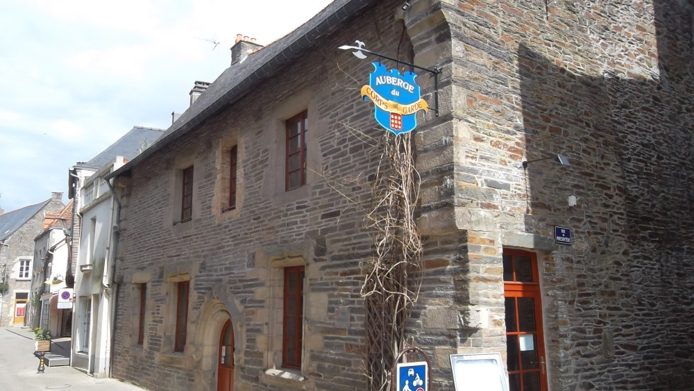 maletroit-hist-auberge-des-corps-garde-apr12