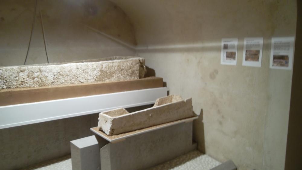 mlj-jewish-tombs-at-hotel-dieu-jun12