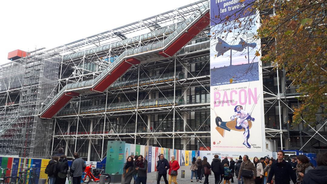paris-centre-beaubourg-front-nov19