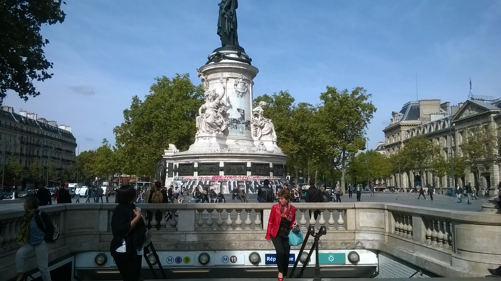 paris-pl-de-la-republique-et-statue-sept15