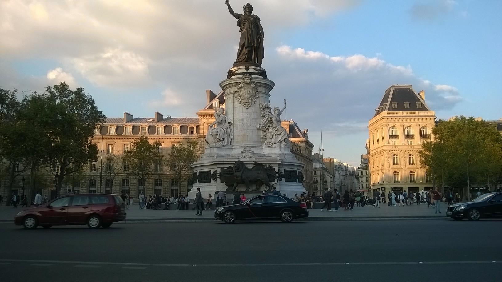 paris-pl-de-la-republique-lion-sep16