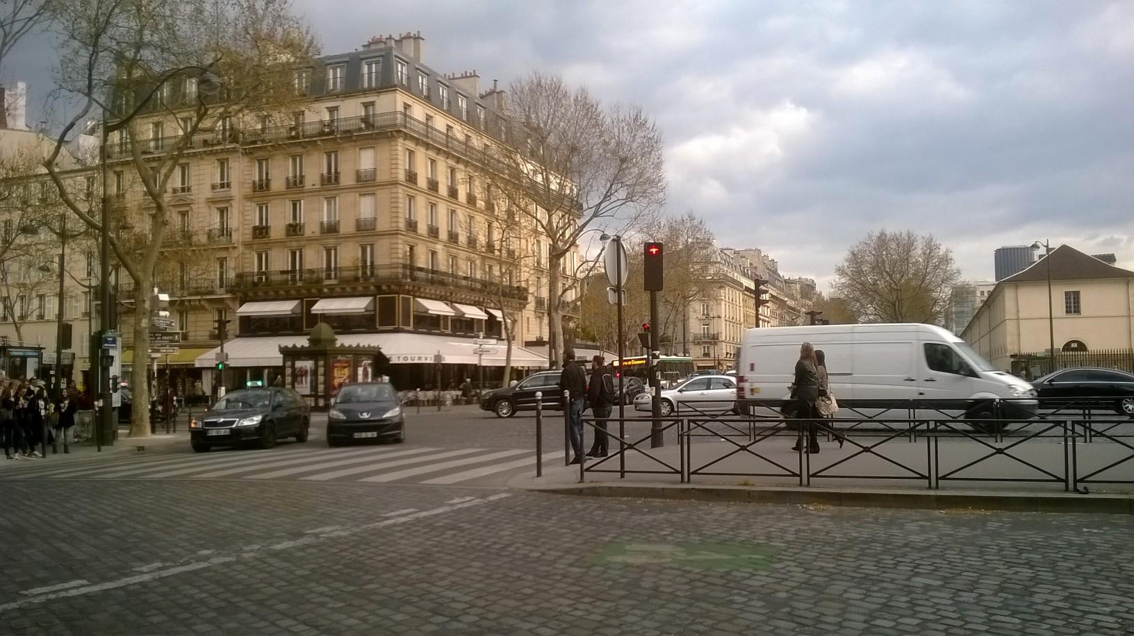 paris-pl-de-lc3a9cole-militaire-mar14