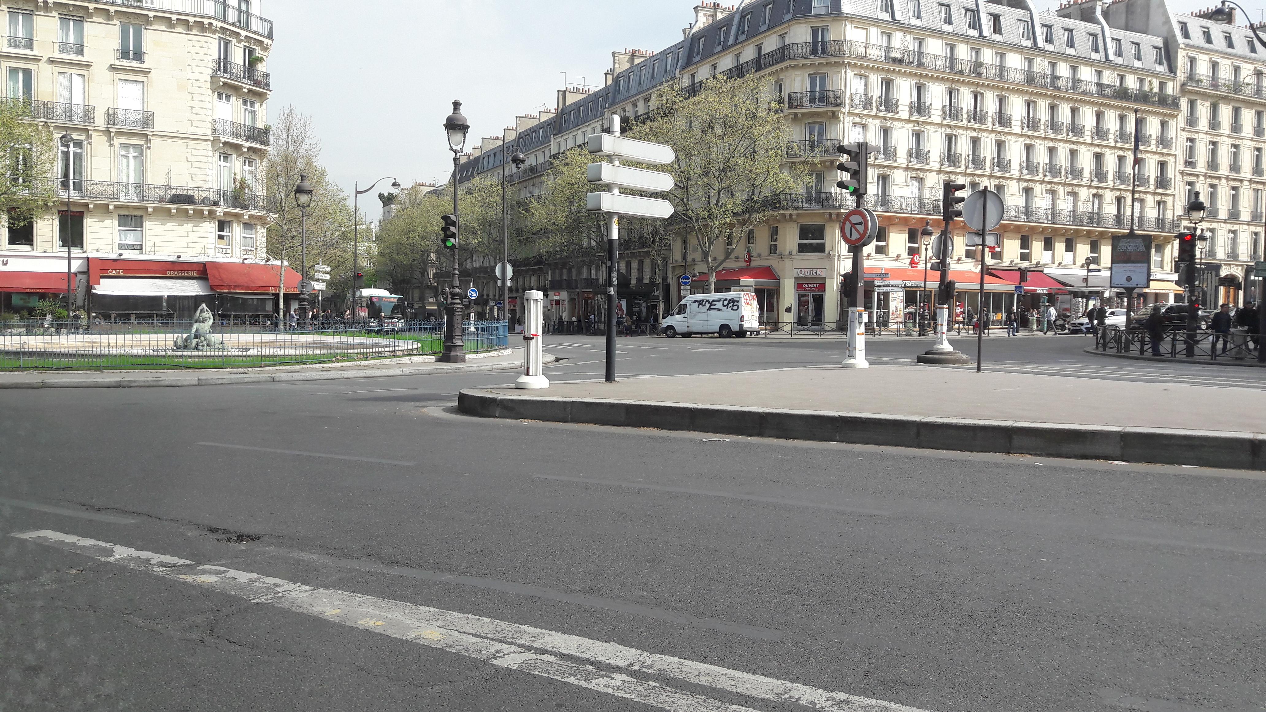 paris pl de l'ecole militaire resto la terrasse passing bus 82 apr17