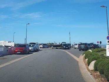 ploemeur-la-plage-de-port-blanc- kerroch-arriving-parking-may19