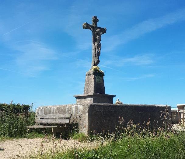 ploemeur-la-plage-de-port-blanc-kerroch-calvary-honor-fallen-fishermen-may19