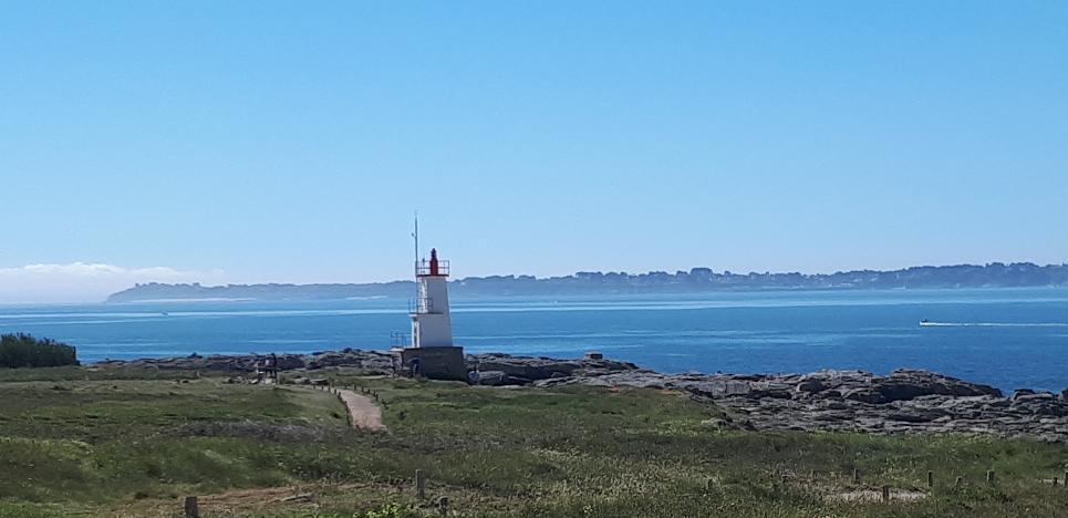 ploemeur-la-plage-de-port-blanc-kerroch-phare-to-belle-ile-en-mer-afar-may19