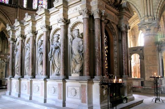 reims-basilica-st-remi-tomb-of-st-remi-dec08